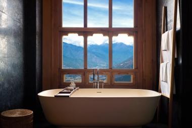 LODGE SUITE BATHROOM AT PARO